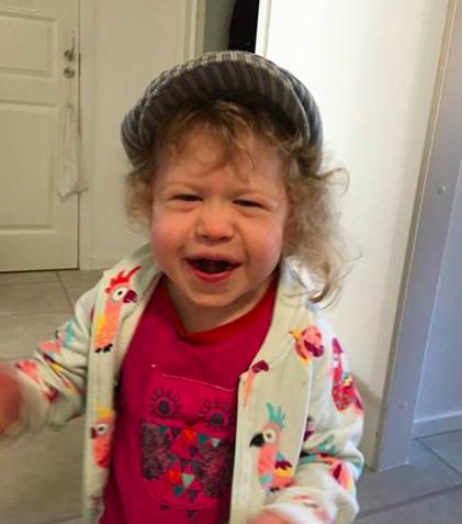 Ada – Sprallig, nyfiken 4-åring som älskar sång, dans och bus.